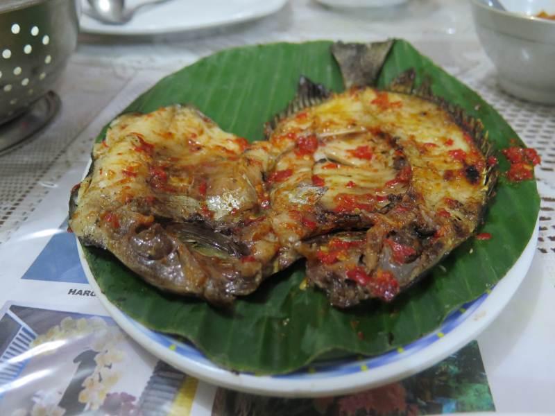Grilled baronang at Ratu Gurih